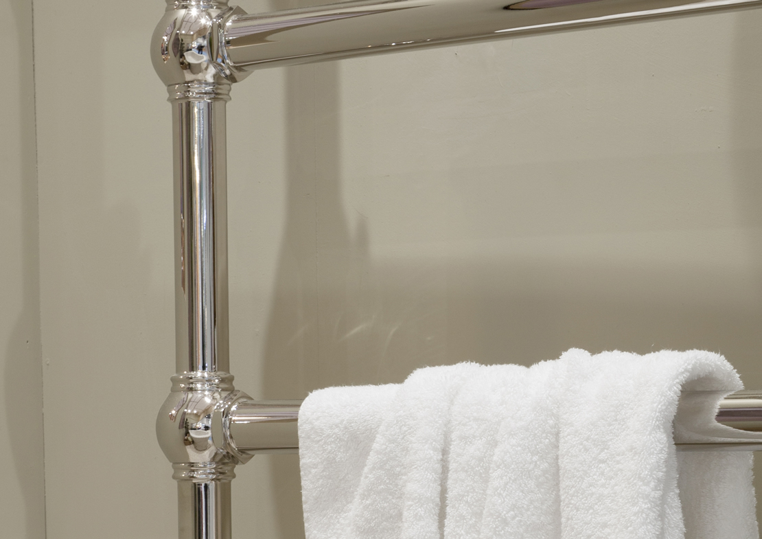 nickel grandis towel warmer detail Thumb
